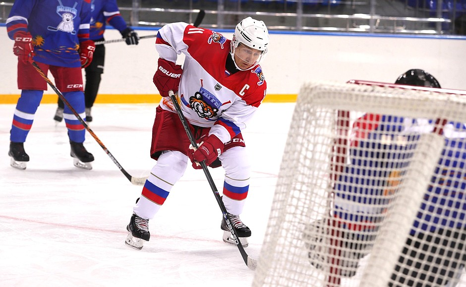 Russia: Vladimir Putin and Alexander Lukashenko took part in an ice hockey game