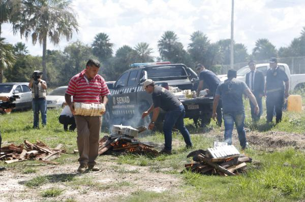 Paraguay: President observed the burning of  2,199 kilos of cocaine, the largest seizure of cocaine in Paraguayan history