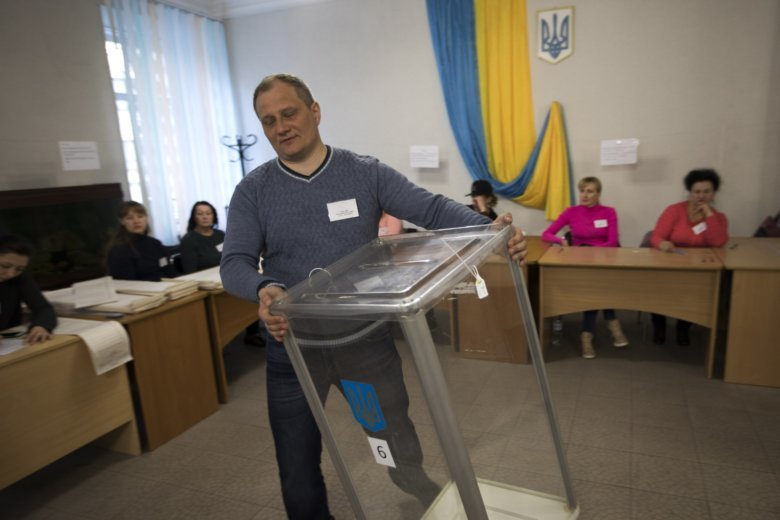Ukraine election: Legal issues remain, international observers say
