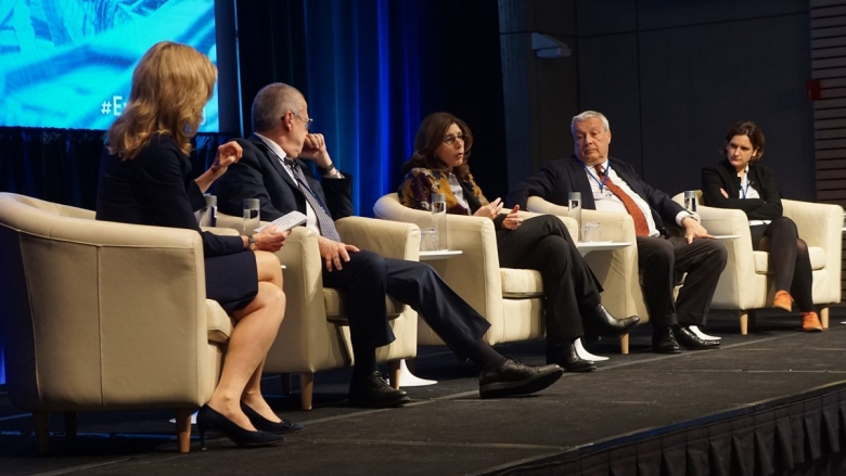 Leaders grapple with how to make growth work for the poor
